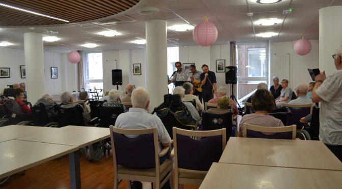 spectacle de chansons et musique offert aux résidents